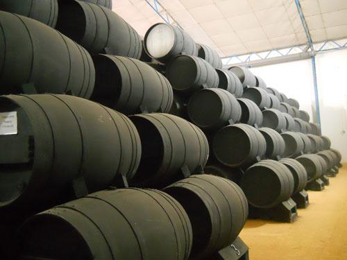 Los barriles de la bodega donde se fermenta el auténtico Vinagre de Jerez